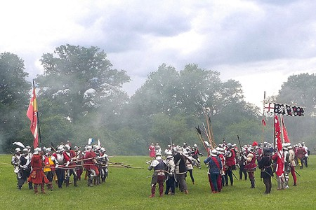 reenactment of the battle of Barnet -- men in armour wih halberds and flags