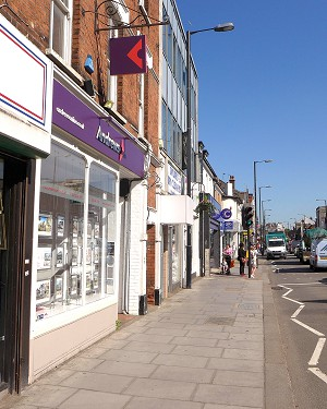 pavement in the High Street to be widened